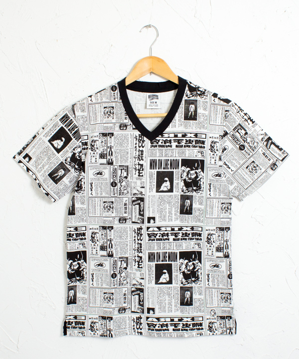 BBC 新聞柄プリント Vネック 半袖Tシャツ